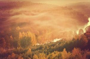 nebbia sul fiume Neris in Lituania