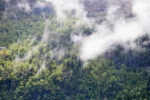 nuvole di montagna foto