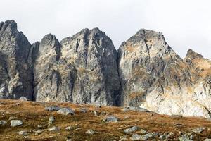 paesaggio di montagna nella catena montuosa dei tatra foto
