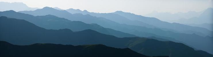 catene montuose astratte foto