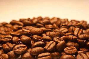 montagna di chicchi di caffè foto