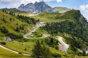 tortuosa strada di montagna foto