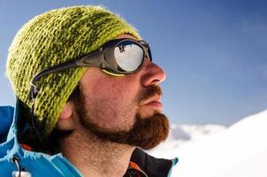 uomo sulla montagna foto