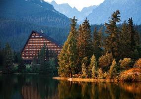 lago di montagna in Alti Tatra foto