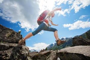 escursionista in montagne di altai, federazione russa