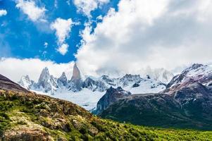 ghiacciata catena montuosa fitzroy