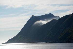 mountain manestind, senja, norvegia foto