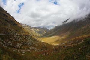 la valle in montagna