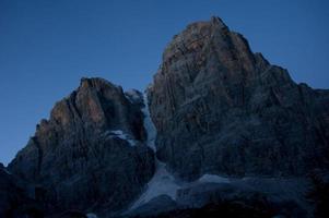 notte in montagna foto