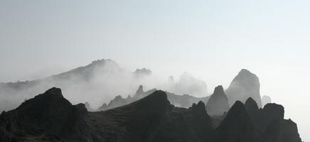 nebbia in montagna foto