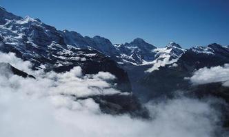 Vista da mannlichen sulle alpi bernesi (berner oberland, svizzera) foto