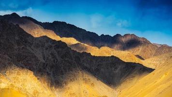 catena montuosa a Leh Ladakh, India foto