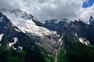 cime delle montagne del Caucaso settentrionale, Russia