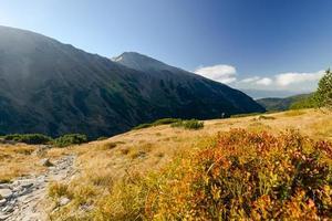 bella vista panoramica autunnale del paesaggio montano. Tatra, Slovacchia, Europa. foto