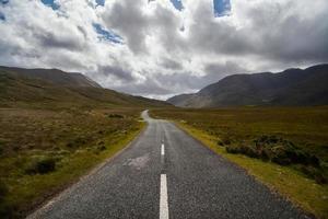 strada vuota di montagna