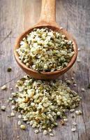 cucchiaio di semi di canapa foto