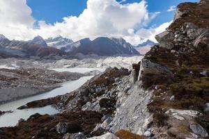 ghiacciaio ngozumpa, gokyo valley, nepal foto