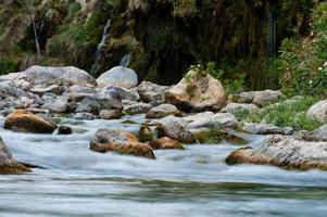 fiume in montagna foto