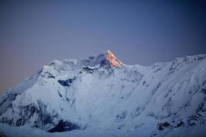 paesaggio di montagna ispiratore, catena montuosa dell'annapurna nepal foto