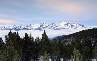 montagna dei pirenei foto
