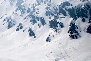 robeway sulla montagna di neve foto