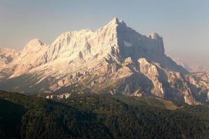 vista mattutina del monte civetta