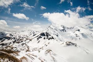 montagne delle alpi e strada alpina del grossglockner