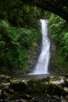 cascata di acqua pulita foto