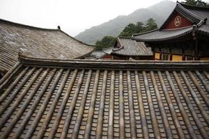 tempio buddista in montagna foto
