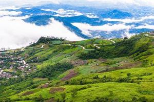 strada di montagna a (phu tubberk) foto