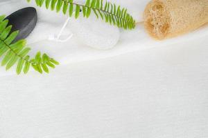 sfondo bianco asciugamano per prodotti naturali per il corpo