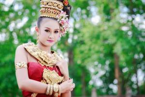 ragazza tailandese con abito in stile nordico