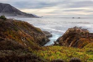 Garrapata State Beach onde dell'oceano foto