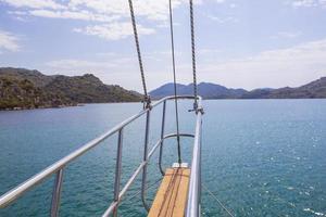 in uno yacht a vela foto