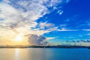 cielo mattutino del porto di okinawa