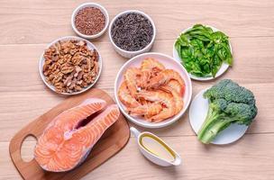 fonti vegetali e animali di acidi omega-3 foto