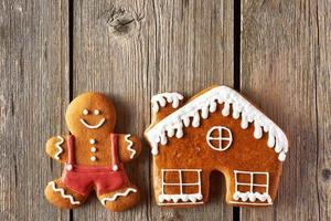 omino di pan di zenzero di natale e biscotti della casa