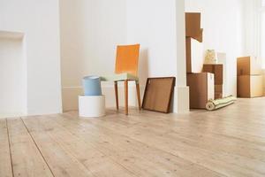 mobili e scatole nella nuova casa