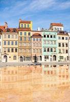 case colorate della piazza del mercato di varsavia