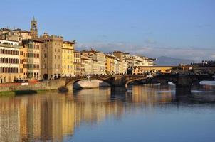 il lungarno e ponte santa trinita, firenze