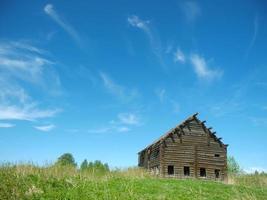 casa distrutta nel villaggio