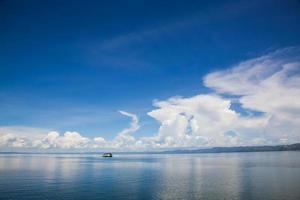 riflessioni del lago kariba - casa barca foto