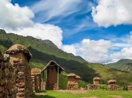 villaggio nella valle sacra in Perù foto