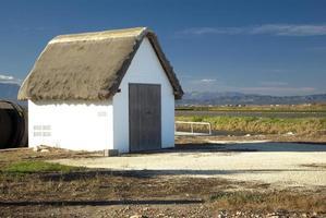casa tipica nel delta dell'ebro, catalogna, spagna foto