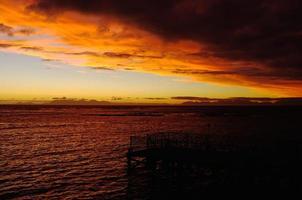 tramonto solare dietro cape point attraverso false bay.