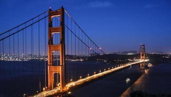 golden gate bridge di notte