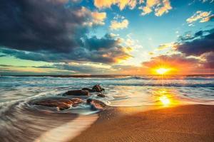 bellissimo panorama di nuvole sul mare foto