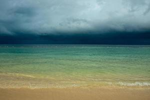 plage orageuse foto