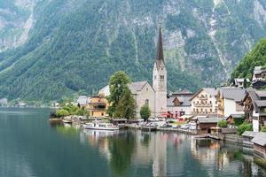 atmosfera serale durante l'estate a hallstatt, austria foto