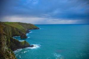 paesaggio irlandese. costa atlantica della contea di cork, irlanda